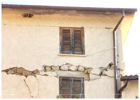 Case Di Pietra Terremoto : Video terremoto a castelluccio di norcia case distrutte e paese